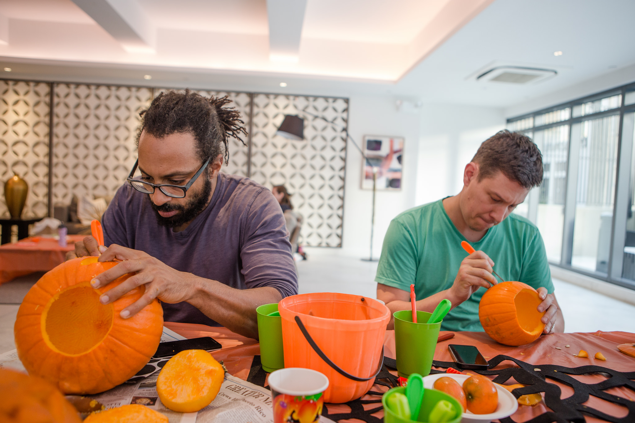 pumpkin carving dads